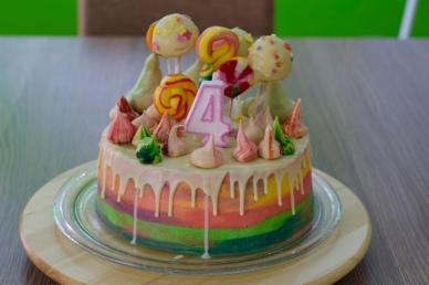 kiitan's coloured four cake