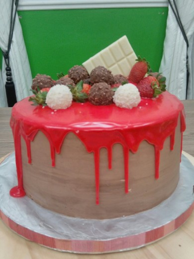 red drip cake 2