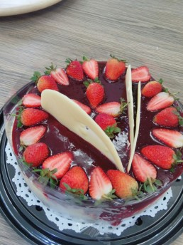 strawberry and tempered white chocolate cheese cake
